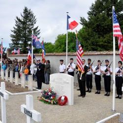 le drapeau américain a été installé par la municipalité d'Avord