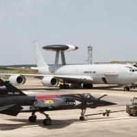 Le 260 tracté sur le parking AWACS