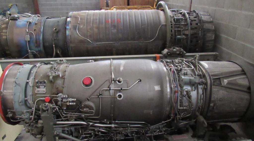 Réacteur Adour Mk102 à côté de l'Atar 950