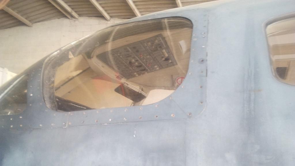 fabrication et pose de la vitre pilote gauche.