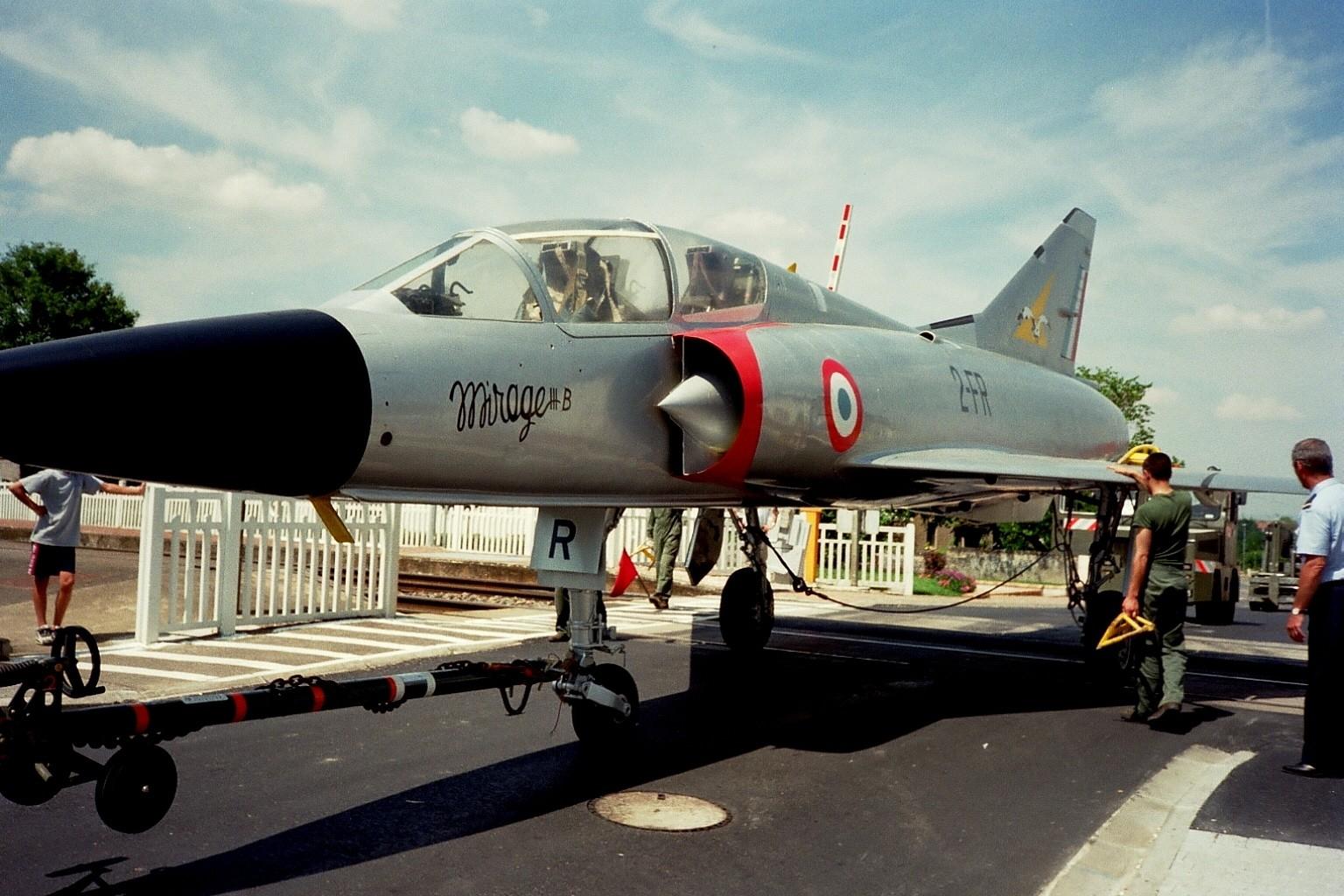 Mirage IIIB n°214 traverse Avord.