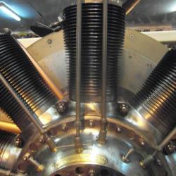 9 cylindres en étoile rotatifs, 130 cv