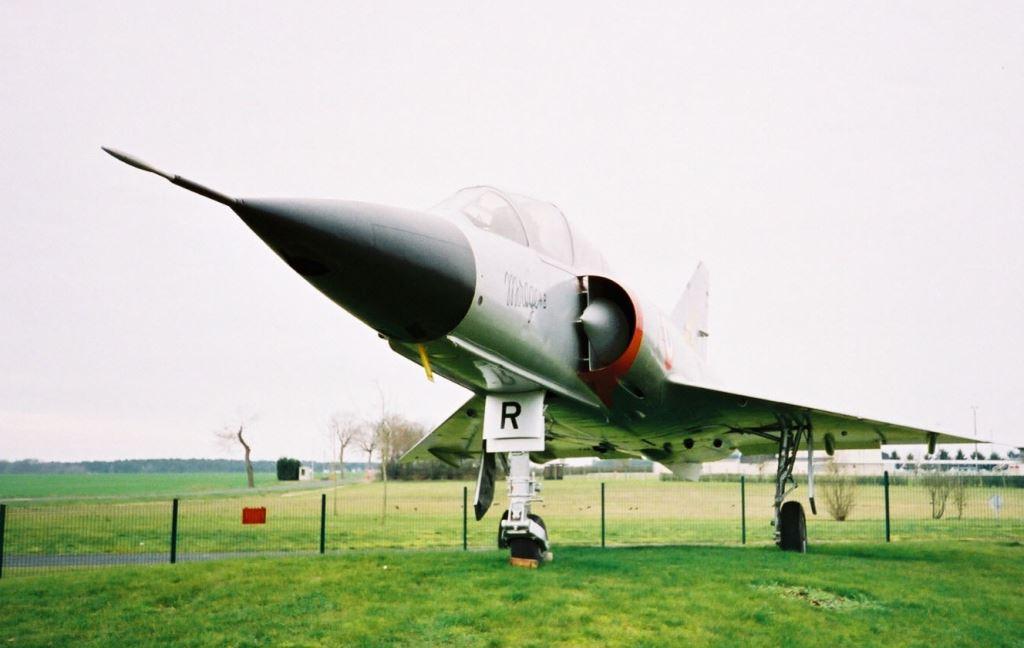 Mirage IIIB 214 à Avord (1)